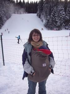 cu bebe iarna pe zapada