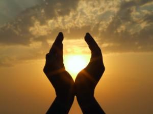 Soare intre maini